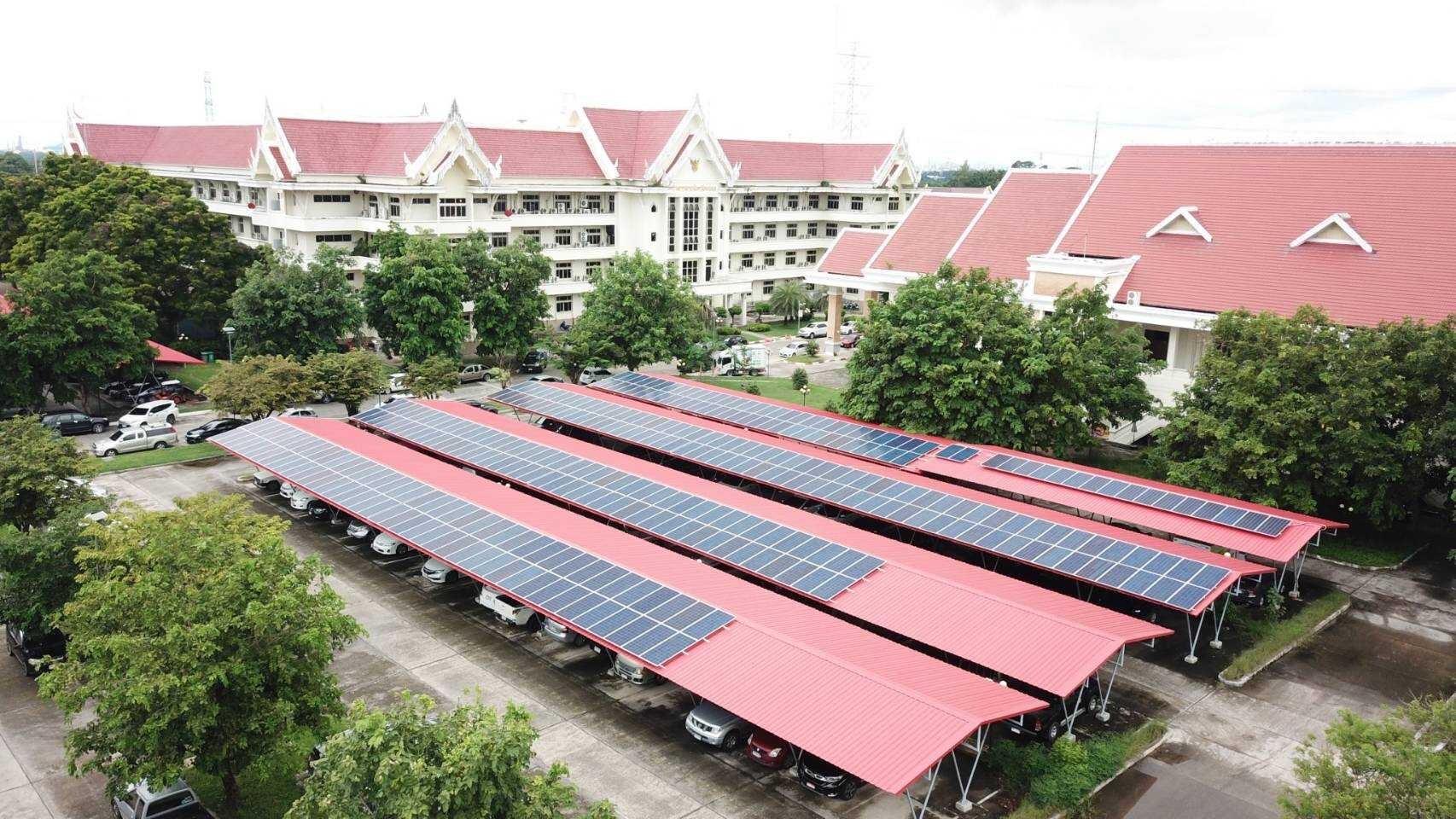 พัฒนาศูนย์ราชการจังหวัดระยองเป็นต้นแบบอาคารอนุรักษ์พลังงาน[ระบบผลิตไฟฟ้าพลังงานแสงอาทิตย์]